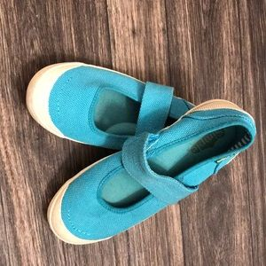 Like new woman's slip on shoes